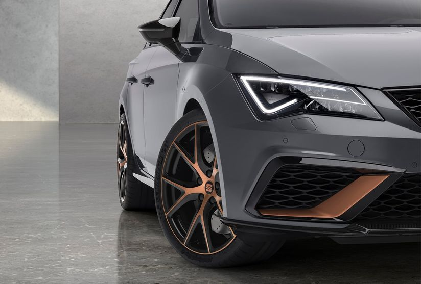 leon-cupra-r-copper-detail-on-front-grill-and-wheel.jpg