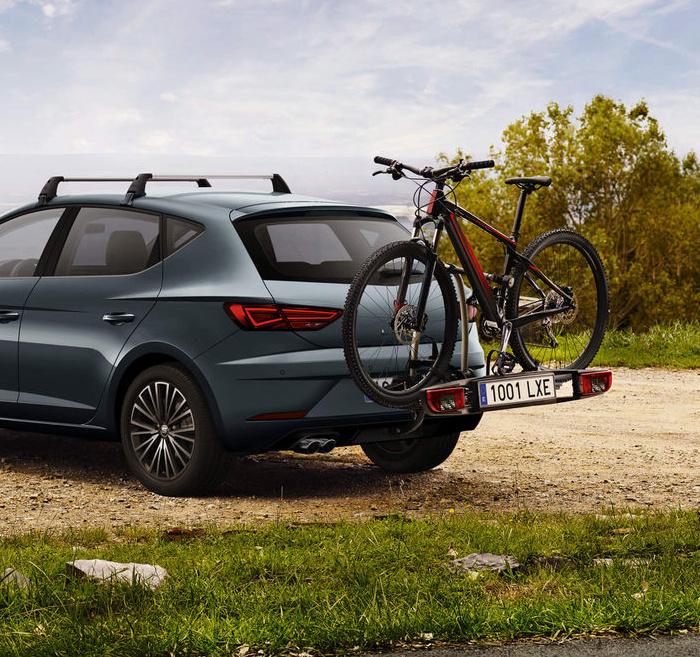 seat-leon-5-doors-car-outdoors-exterior.jpg