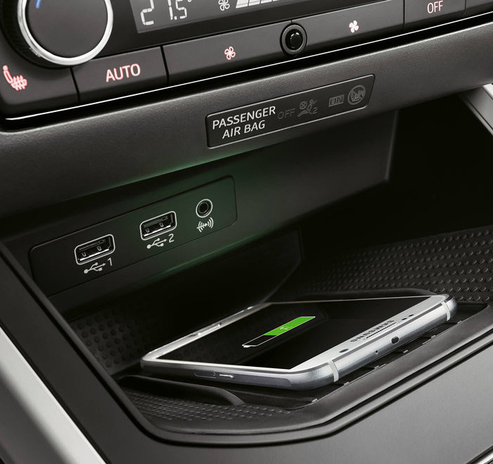 new-seat-arona-wireless-charger.jpg