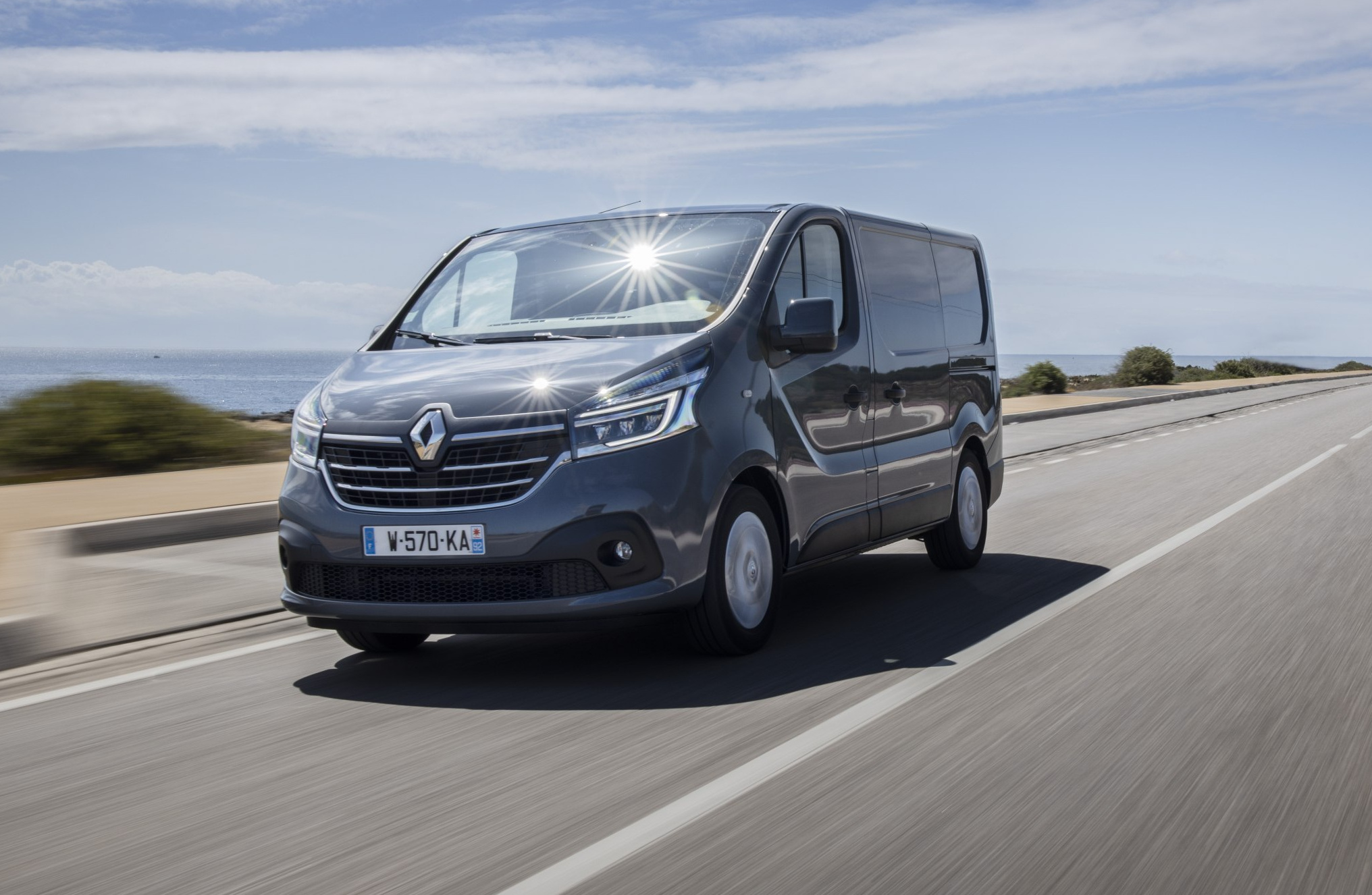 21227823_2019_-_new_renault_trafic_press_tests_in_portugal.jpg